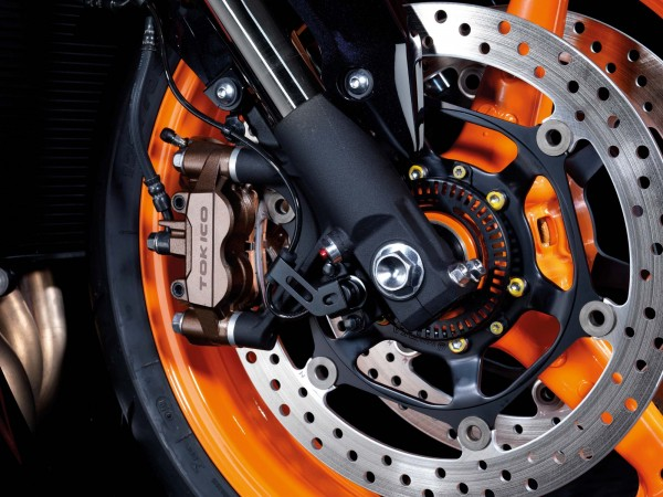 Na Europa, por exemplo, é quase um crime vender uma motocicleta sem freio a disco, pelo menos na dianteira. Mas afinal, o que muda realmente?