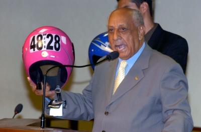 E a campanha 'TODOS CONTRA MOTOS' continua:  Aprovada proposta que torna obrigatória a inscrição das placas das motos nos capacetes.