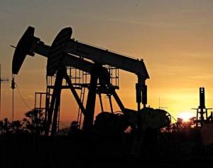 Confira os poços de petróleo da Petrobrás que ficam na Fazenda Belém à beira da estrada.