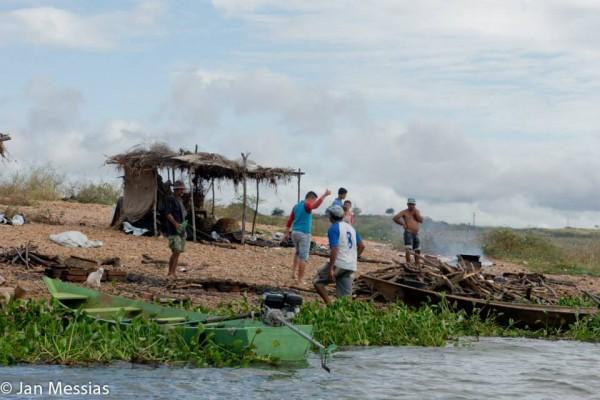 Os pescadores que deram uma força e colaboraram no resgate.
