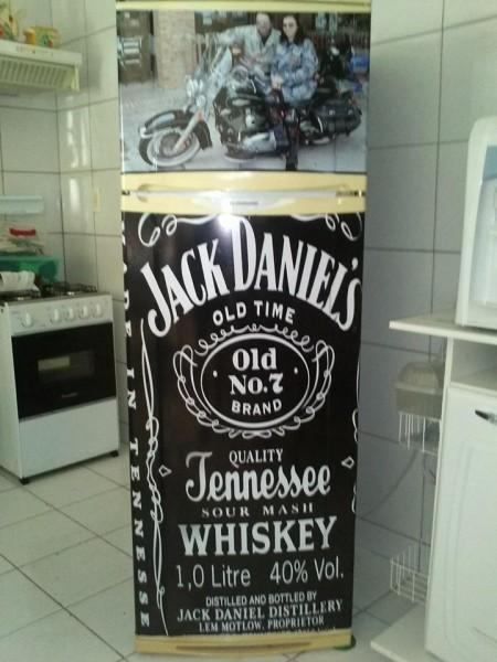 Geladeira de casa personalizada. Uma ideia que economizou pintura e ter que comprar outra geladeira.